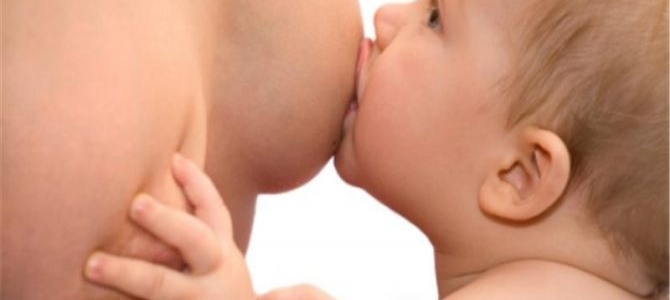 Přiložení dítěte k prsu a efektivní sání